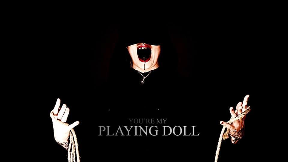 Dead venus playing doll